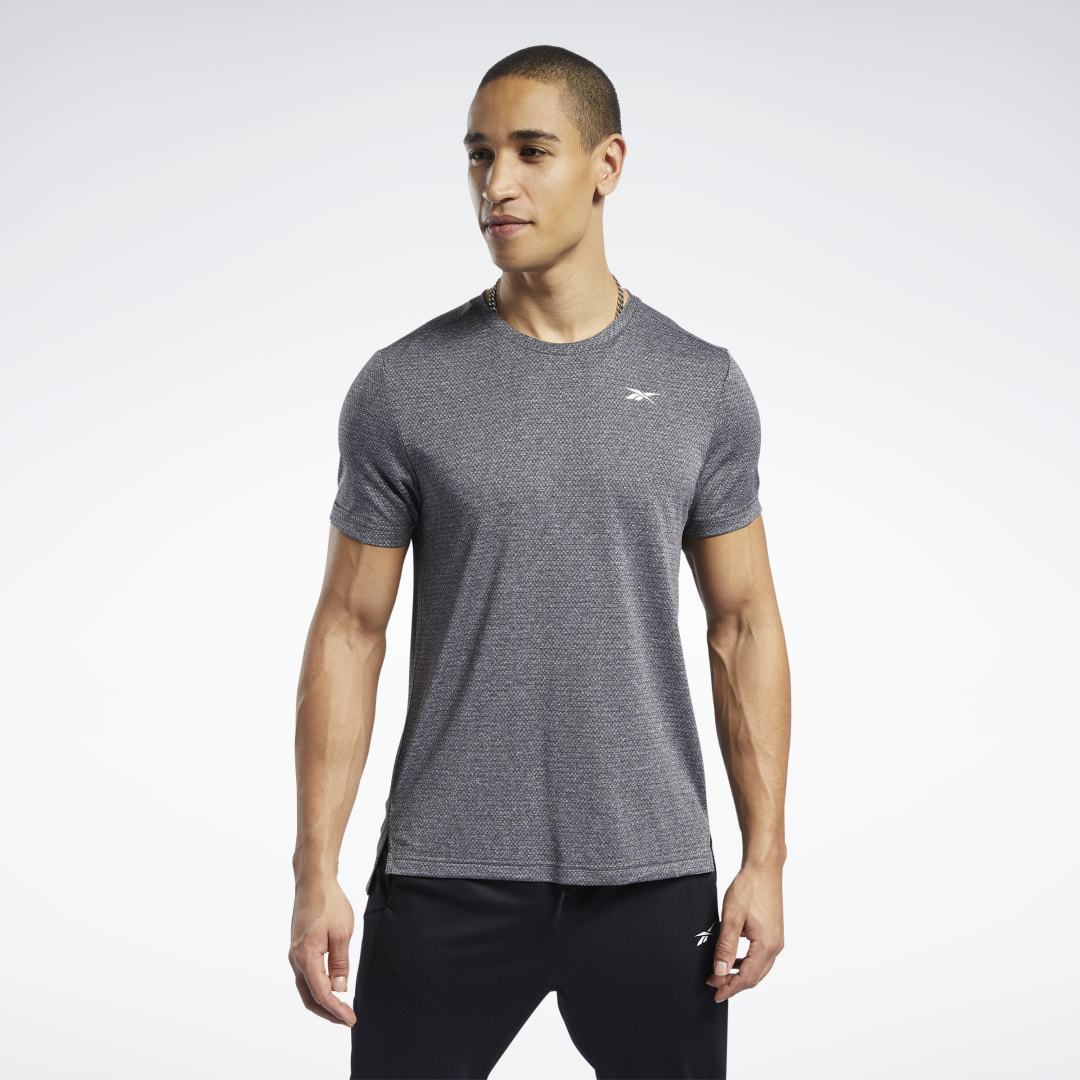 Tackle even your toughest workouts. This men\'s mélange top wicks away sweat so you stay dry while lifting weights or on a run. It\'s built with forward-shifted seams for full freedom of movement. The notched hem adds a sporty touch. 100% polyester Designe