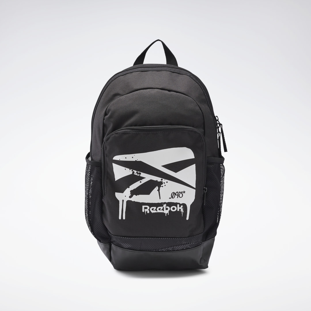 Remember to pack hydration and fuel. This juniors\\\' training backpack has a front zip pocket to keep your essentials handy. The padded straps take care of your shoulders when you\\\'re traveling to and from the gym. 100% polyester plain weave 16.5 L Large mai