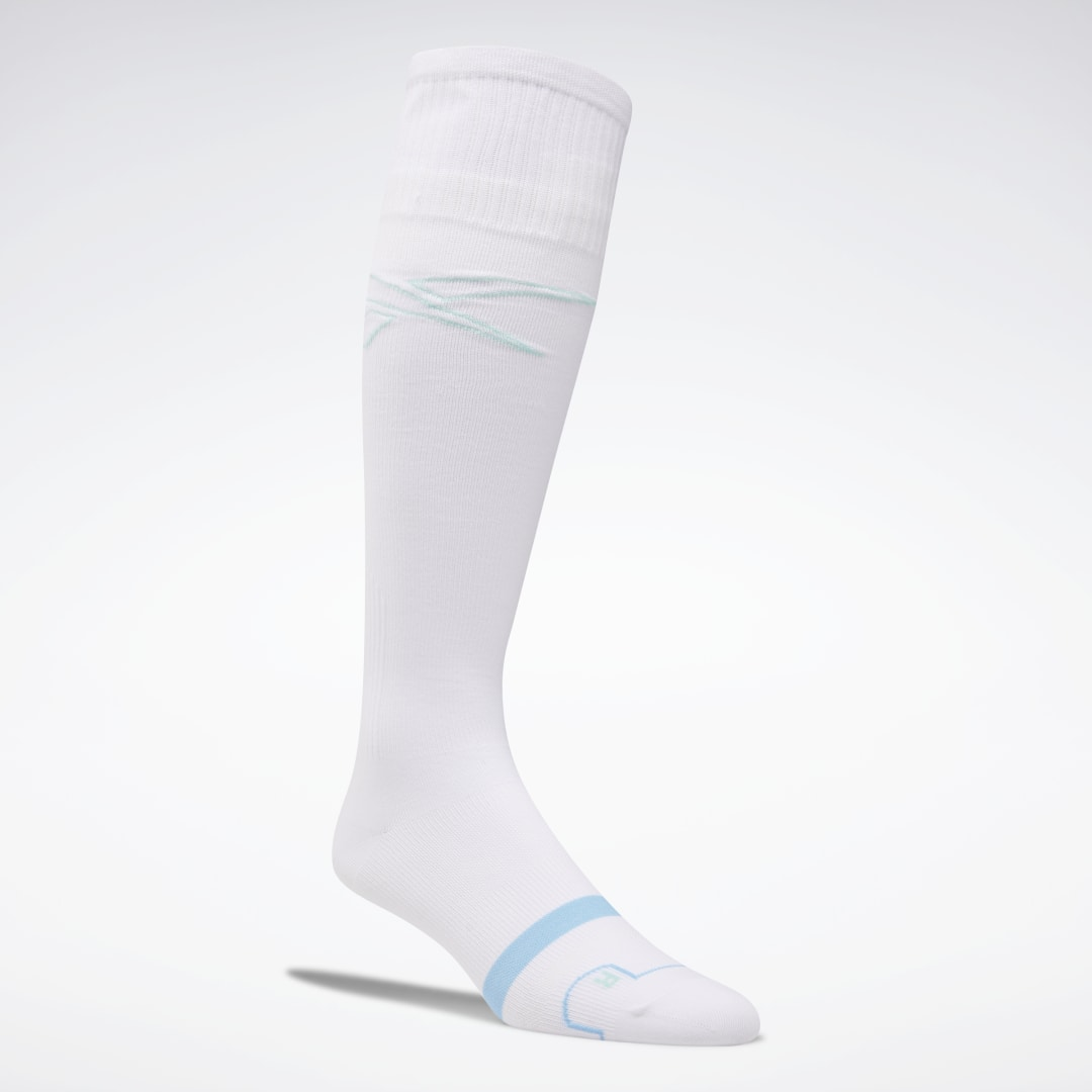 These women\\\'s compression socks provide support for your workout or your post-workout recovery. The knee-length socks have a snug fit that hugs the feet and legs. Moisture-wicking yarns move sweat away from your skin as your training session heats up. 96%