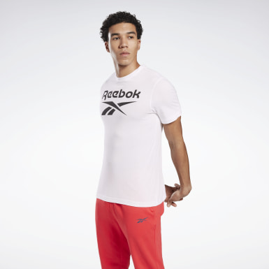 Remera Graphic Series Reebok Stacked Blanco Hombre Entrenamiento Funcional
