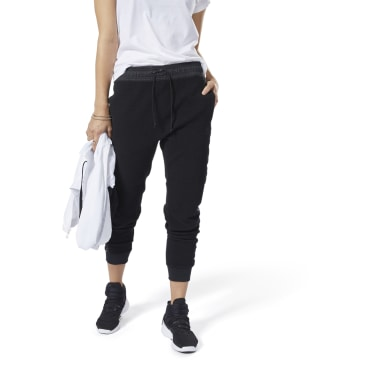 Women Studio Black LES MILLS® Lightweight Jogger Pants