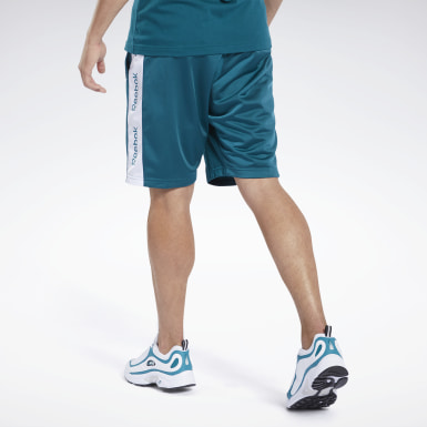 Training Essentials Linear Logo Shorts