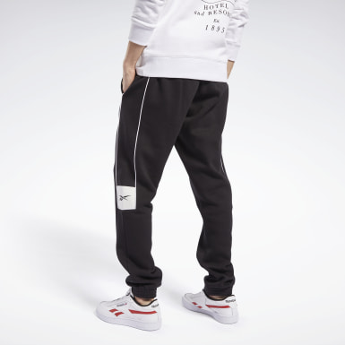 Men Classics Black Classics Linear Joggers