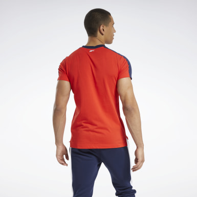 Men Fitness & Training Red Training Essentials Linear Logo Graphic Tee