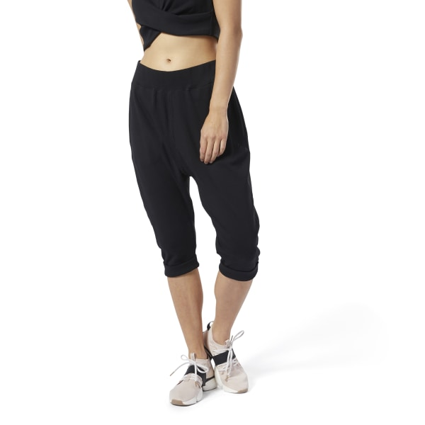 Wake up and flow. The loose shape of these women\'s pants provides comfort and flexibility for your energized morning practice. An elastic waist and rolled hems keep the slightly stretchy style in place as you flow from pose to pose. 60% cotton / 35% polyester / 5% elastane jersey Designed for: Yoga Relaxed fit Elastic waist Slight drop crotch Rolled hems Imported