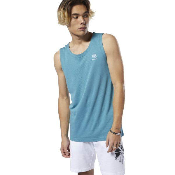 Breeze down sunny sidewalks. This men\'s tank top keeps the air flowing in soft, all-cotton mesh fabric. A contrast Starcrest logo graphic finishes this easygoing look. 100% cotton mesh Designed for: Everyday wear, athletic appeal Regular fit We partner with the Better Cotton Initiative to improve cotton farming globally Imported