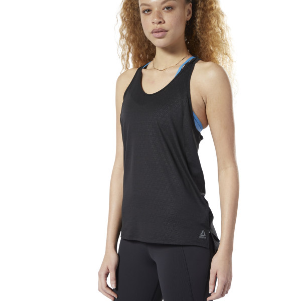 Chase the burn. Channel your energy towards the next rep as this women\'s tank top works to ventilate and sweep away sweat. Made with a slim fit, the feminine look has a strappy design and a racer-back cut that encourages full range of motion. 71% polyester / 16% triacetate / 13% viscose knit Designed for: Training workouts Slim fit SmartVent smart yarn provides 20% more ventilation as your workout heats up and its fibers react to your sweat Speedwick fabric wicks sweat to help you stay cool and dry Strappy racer back Imported